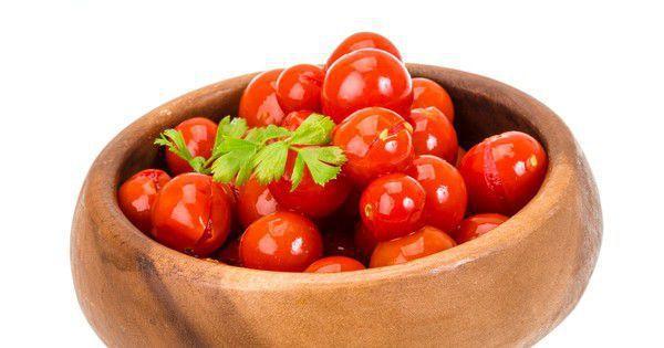 Малосольні помідори з часником