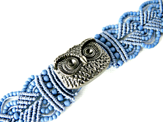 Micro macrame bracelet with owl button.