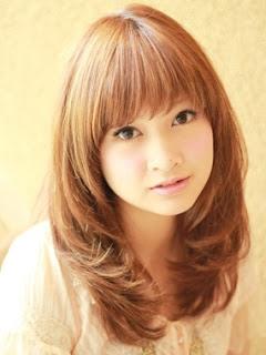 Gaya Rambut Panjang Wanita: Copper Cool