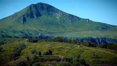 Puy Mary, le plus grand volcan d'Auvergne, Col du Pas de Peyrol.
