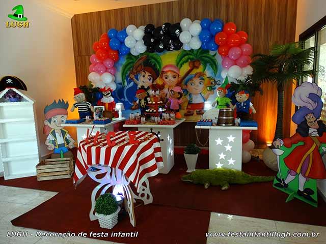 Decoração infantil Jake e os Piratas da terra do nunca para festa de aniversário - mesa provençal simples