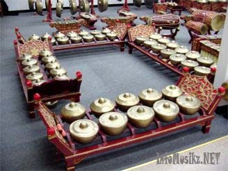 Alat Musik Tradisional Bonang ( Asal Daerah : Jawa Timur)