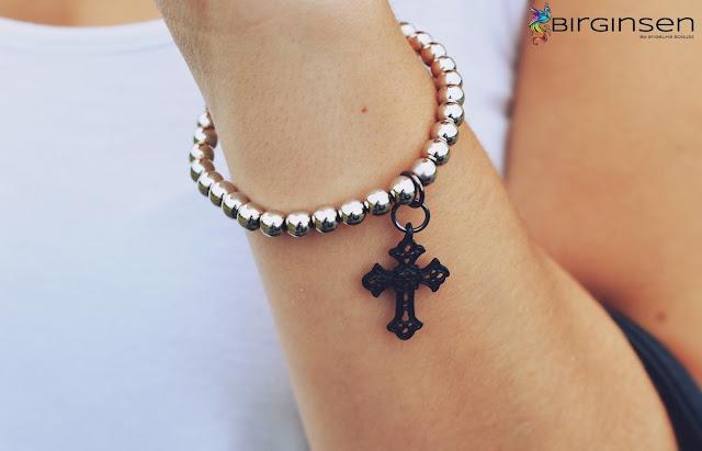 bransoletka z motywem krzyża