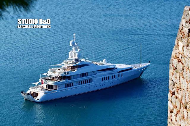 Ο Τούρκος δισεκατομμυριούχος  Φερίτ Σαχένκ με την υπερπολυτελή θαλαμηγό Τalisman C στο Ναύπλιο