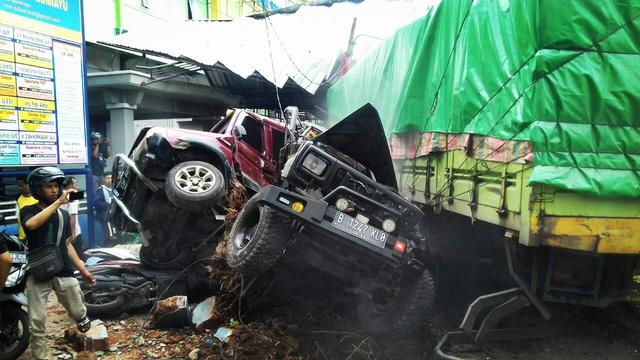 Kecelakaan Maut Brebes, Akibat Rem Blong Truk Tabrak 10 Motor dan 5 Mobil