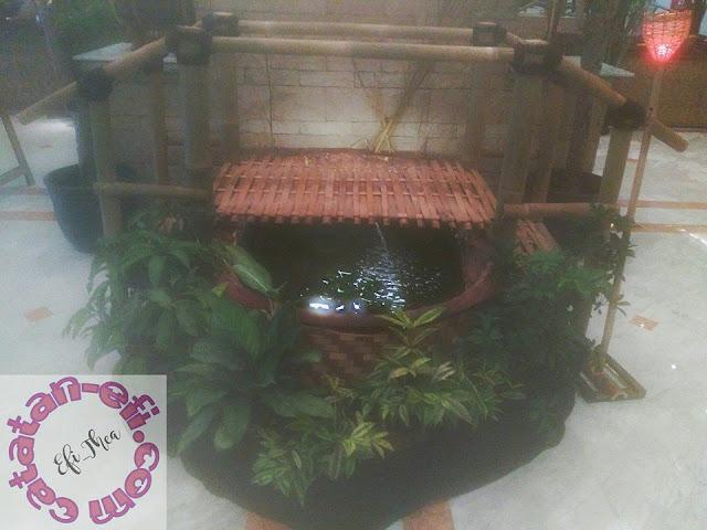 http://www.catatan-efi.com/2016/06/kampoeng-preanger-bukber-rasa-kampung-ala-hotel-prama-grand-preanger.html