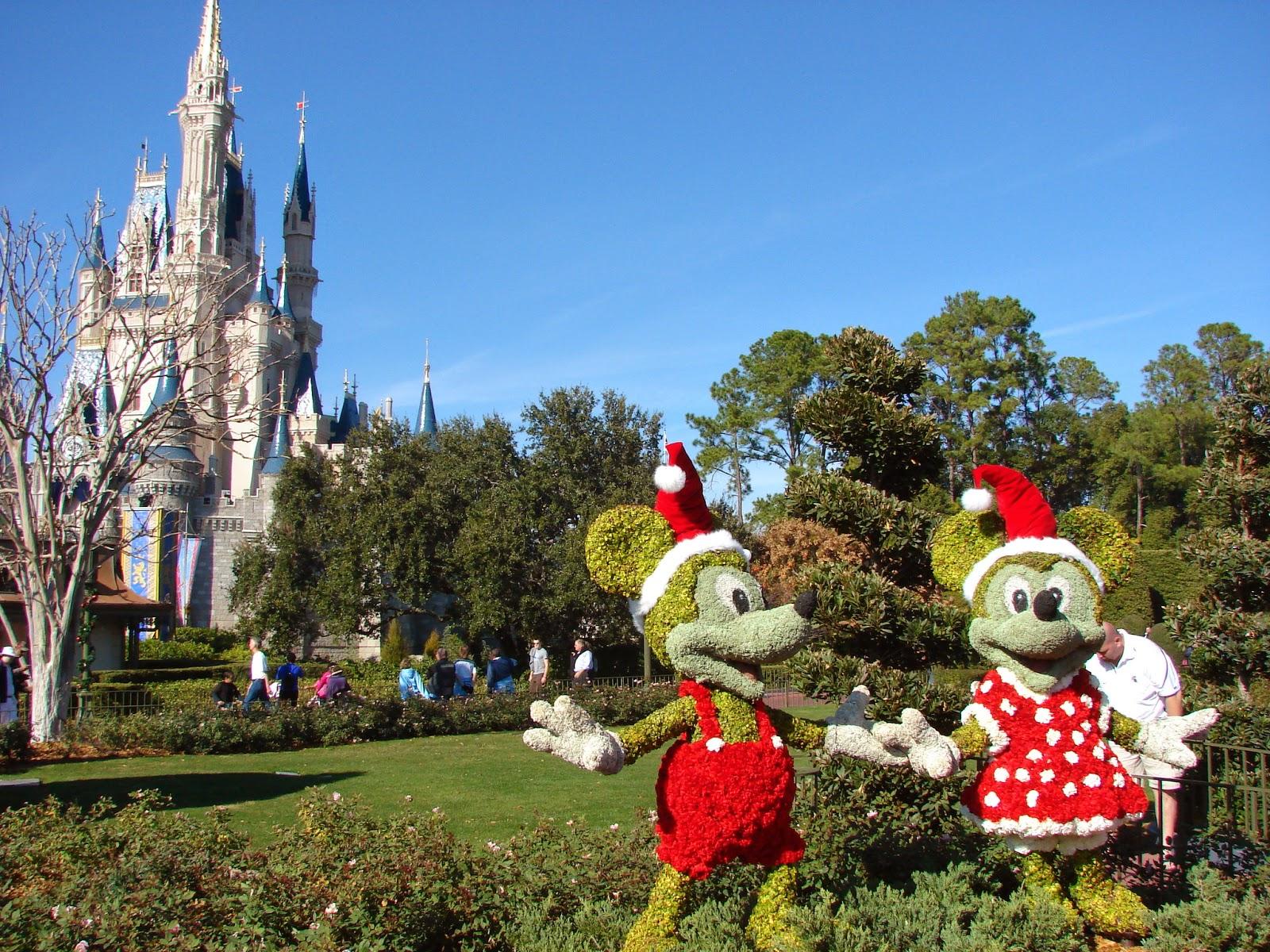 Disney's Magic Kingdom Christmas Decorations 2018 – easyWDW