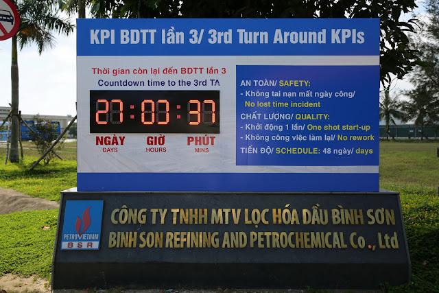 Đồng hồ đếm ngược tại dự án của công ty lọc hóa dầu Bình Sơn