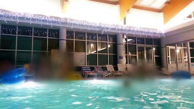 swimming pools. christmas, božić, fairy lights, lampice, bazeni, plivanje,