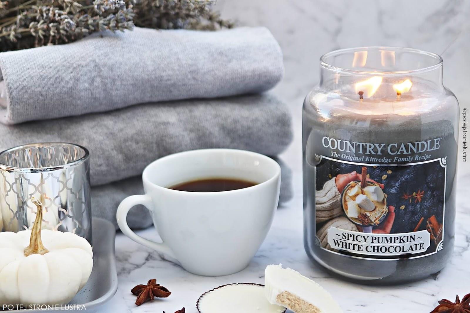 świeca country candle o zapachu dyni z przyprawami i białej czekolady