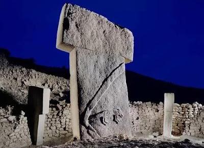 25 Penemuan Arkeologi Paling Misterius di Bumi