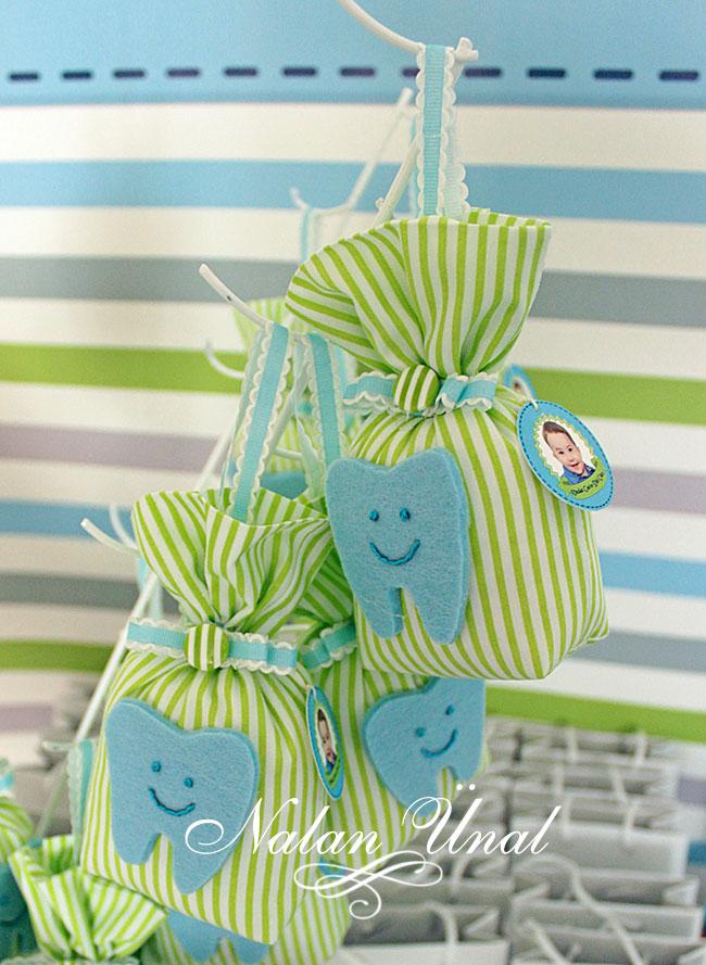 mavi yeşil renkte diş temalı hediyelik keseler