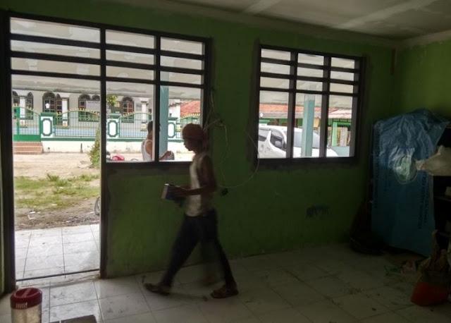 Tak Dijamah Sama Sekali Oleh Pemerintah, Disekolah ini Para Guru Digaji Rp.7000,- Per Bulan
