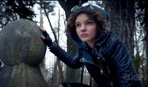 Gotham Catwoman Selina Kyle Camren Bicondova screencaps leather jacket fingerless gloves goggles