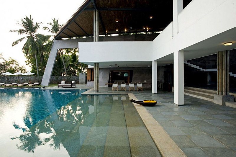 Modern Luxury Home in India Boasts An Enormous Infinity ...