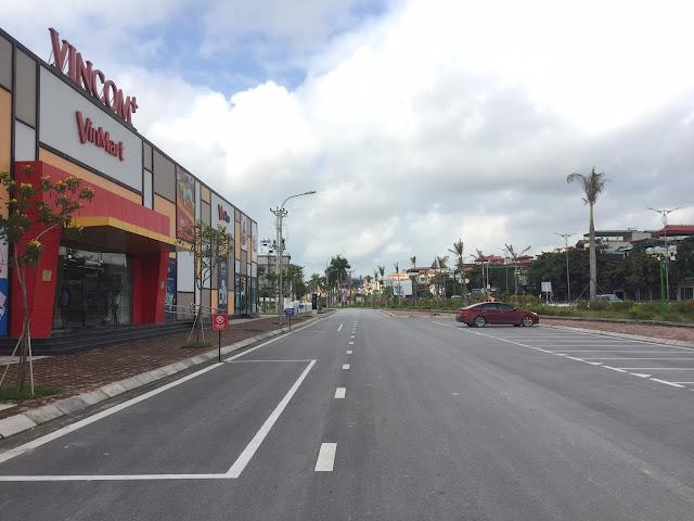 Hình ảnh chụp cổng vào Vincom+ dự án Uông Bí New City