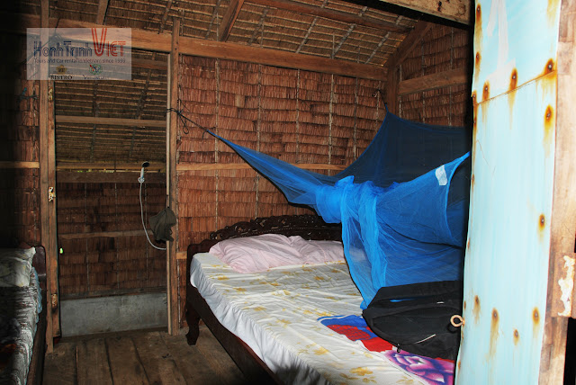 Bungalow 2 giường: 10 USD/ đêm. Bungalow 1 giường 8: USD/ đêm. Mức giá mà người làm du lịch ở Việt Nam phải cảm thấy hổ thẹn cho mặt bằng giá cả du lịch nước mình
