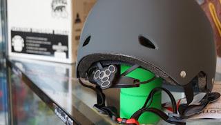ダイヤル調整が人気のトリプル8ゴッサムヘルメット