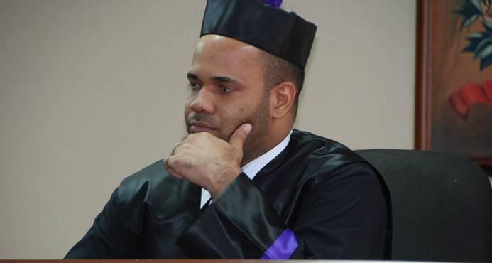 Juez que ordenó prisión domiciliaria a Quirinito dispuso la misma medida a sicaria de hijo de exsenador