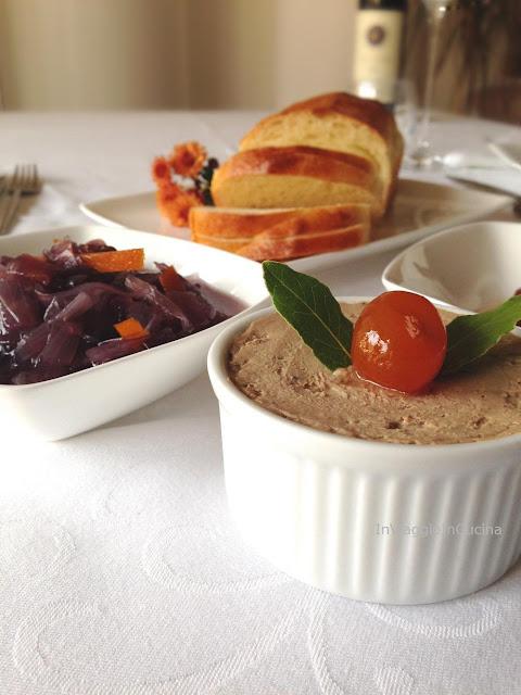 Pan brioche con patè di fegato di vitello e cipolle caramellate