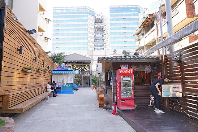DSC06364 - 一中街商圈│隱藏在巷子內的173巷弄廣場,內有藍箱處、痞客啡與漁藏麵屋