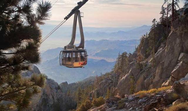 Passear de tram aéreo com criança em Palm Springs