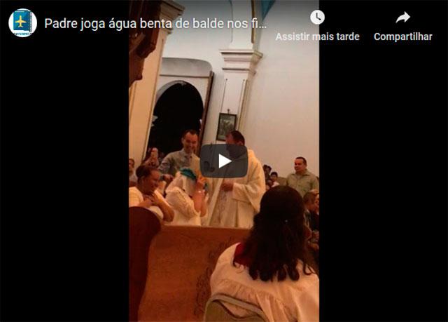 https://www.insoonia.com/padre-joga-balde-de-agua-benta-em-fieis-pra-lavar-os-pecados-que-sao-muitos/