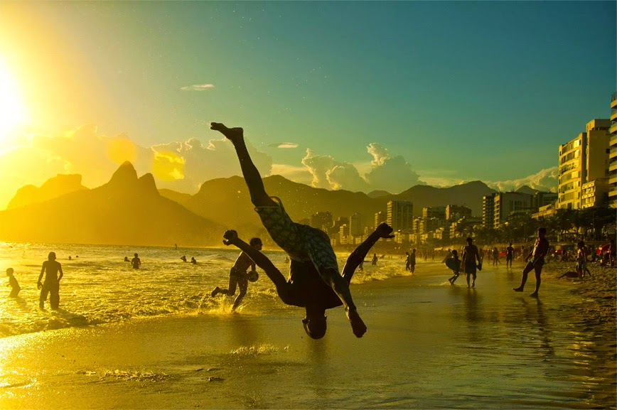 21. Brazilian Capoeira Dance - Ipanema, Brazil - 27 Amazing Travel Photos That Will Infect You With The Travel Bug