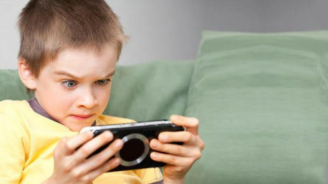 """Contoh Teks Diskusi tentang Teknologi """"Handphone dan Anak-anak"""""""