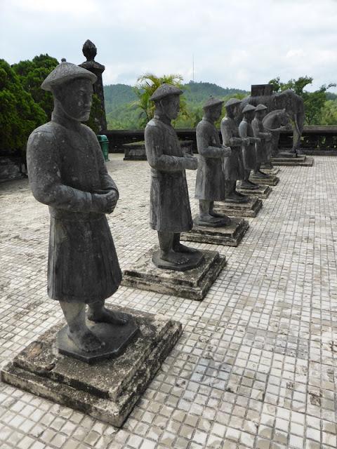 Guardianes entrada de la tumba del emperador Khai Dinh