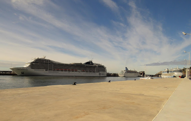 a port full of cruise ships