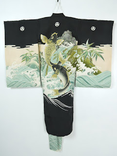 鯉の滝登りを描いた男子の七五三用の着物