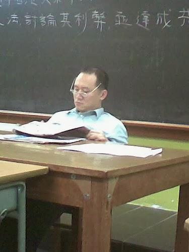 宏佳補習學社老闆 (李朝輝=李汶樺=Andy Hung=Sunny Sir=.....無數的姓名) 非常老師 暴戾真面目 (壹週刊1003 28/5/09)