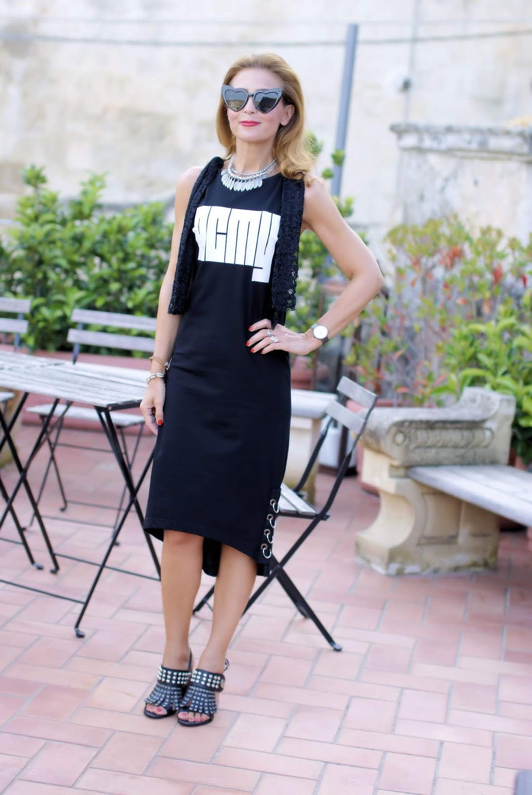 Total black acmy dress welcome october on Fashion and Cookies fashion blog, fashion blogger style