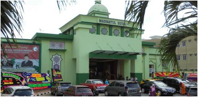 Gedung aula Madinatul Hujjaj beberapa hari lalu dipakai untuk resepsi pernikahan pesta hajatan