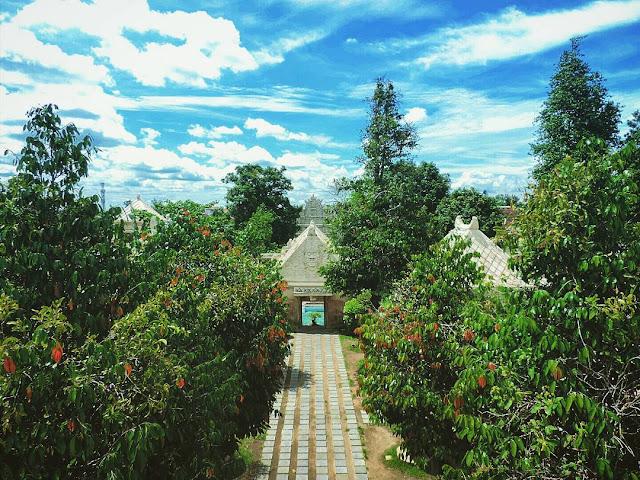 foto pemandangan taman sari yang indah