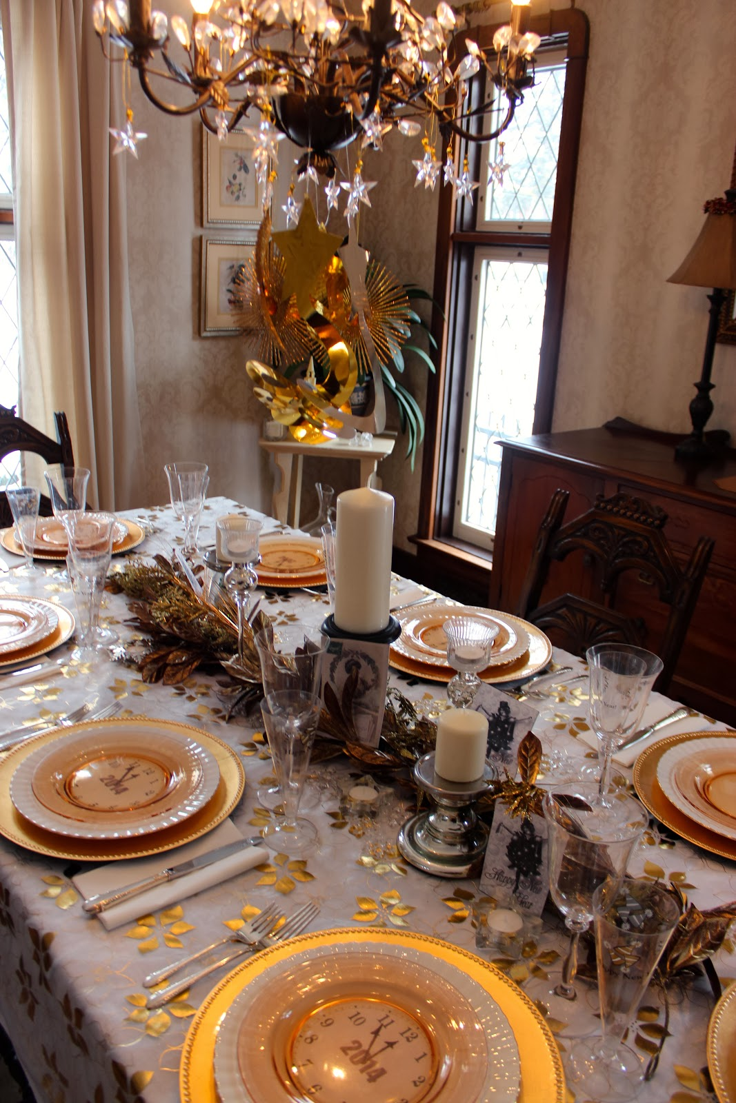 A Golden New Year s Eve Table   New House New Home A Golden New Year s Eve Table