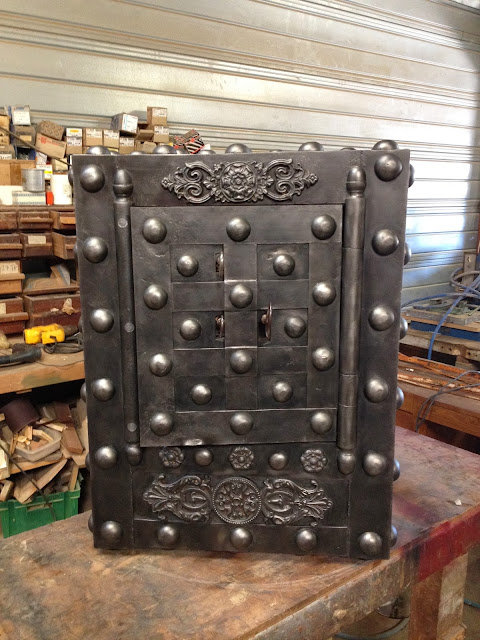 l 39 atelier thibauld watripont coffre fort ancien. Black Bedroom Furniture Sets. Home Design Ideas