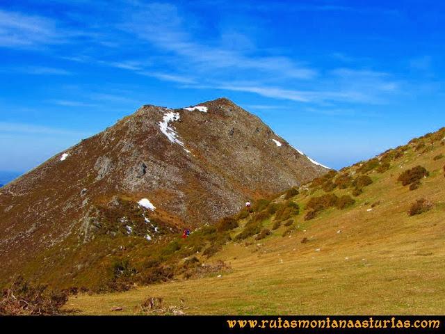 Ruta Pico Vízcares: Llegando a la cima del Vízcares