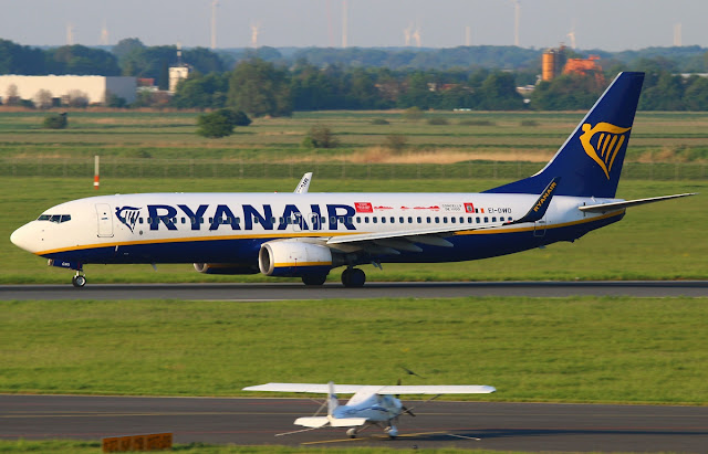 ryan air boeing 737-800 why low cost airlines cheap