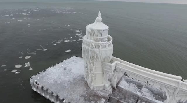 El faro congelado del lago Michigan