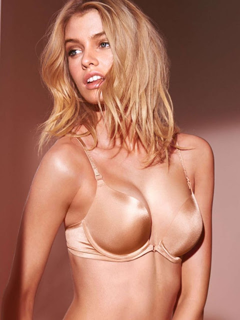 Hot girls Stella Maxwell sexy bra model 6.5ft 7