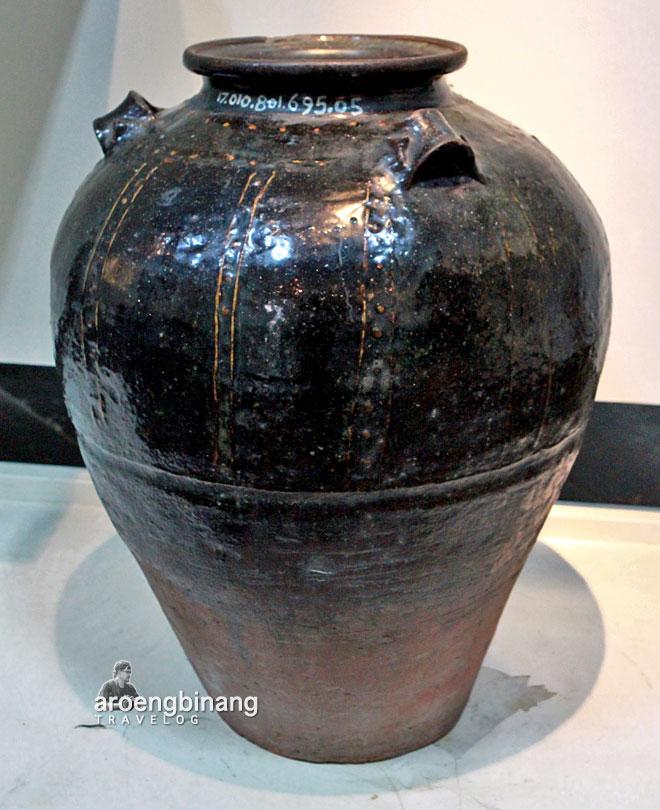 guci zhang-zhou fujian dinasti ming museum seni rupa dan keramik jakarta