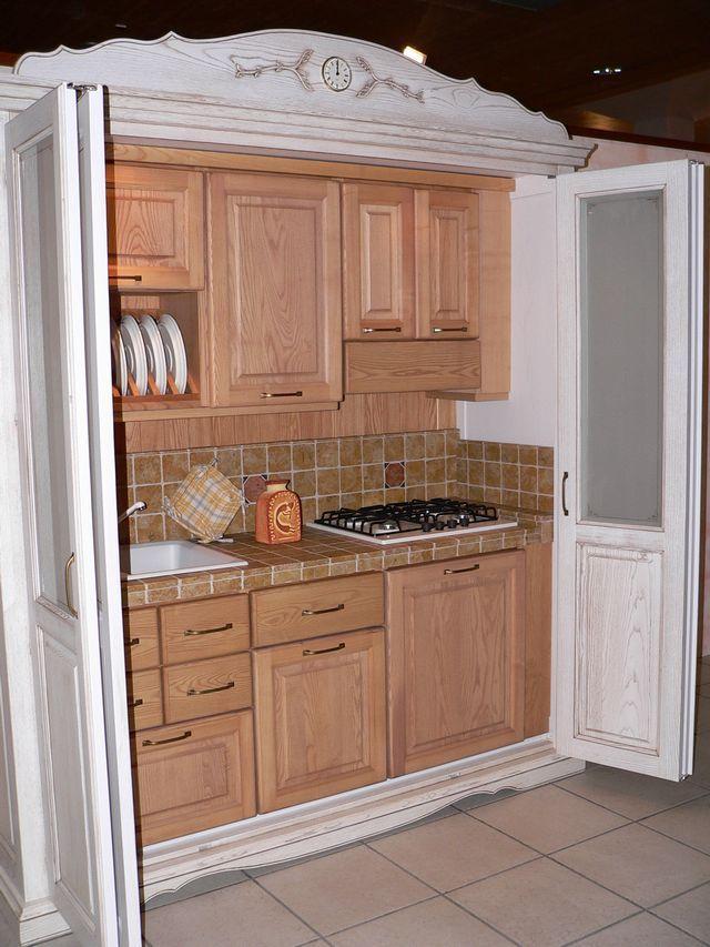Boiserie c la cucina nell 39 armadio for Cucina in armadio