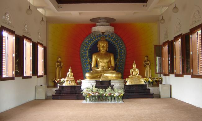 Varios Budas en la estancia principal