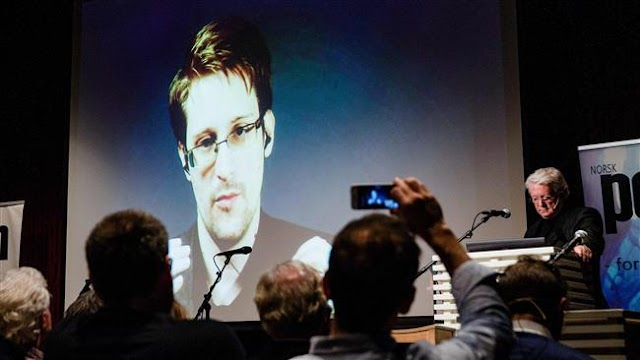 Edward Snowden and Chelsea Manning request pardon from US President Barack Obama