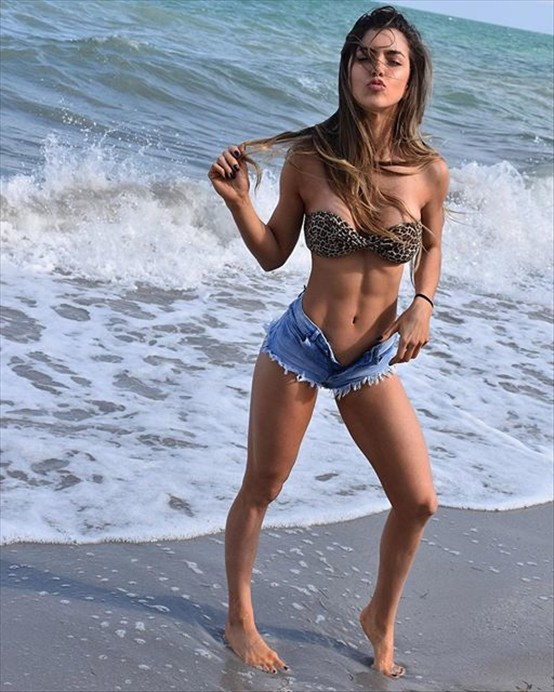 colombian fitness anllela sagra you will return to this page a