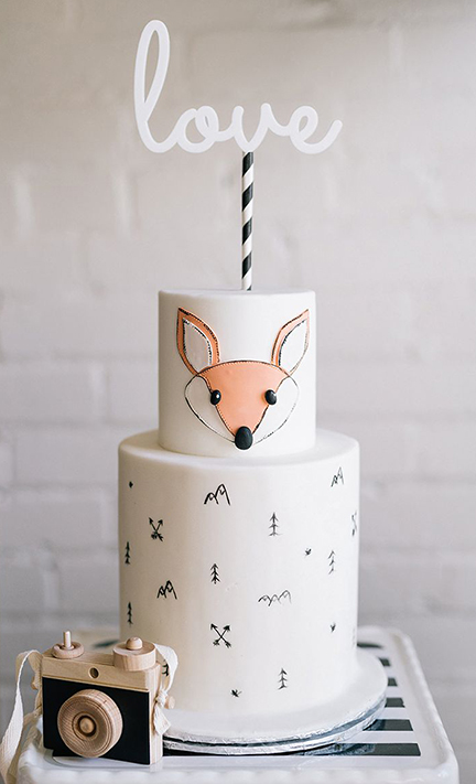 modern wilderness baby shower cake | creativebag.com