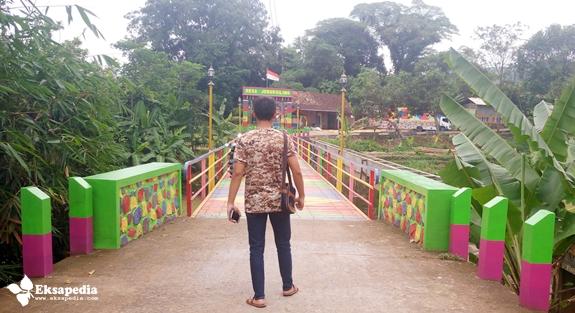 Jembatan Warna Warni