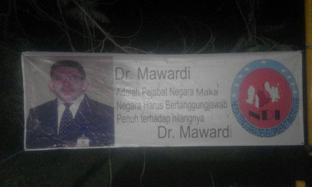 Sebar Spanduk, NDI Ingin dr. Mawardi Ditemukan